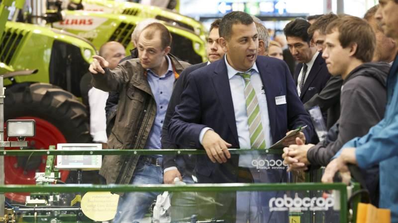 Agritechnica, der betegnes som verdens største landbrugsmaskinudstilling, havde fra søndag til lørdag i den forgangne uge godt 450.000 besøgende og et rekord stort antal udenlandske besøgende på mere end 130.000 besøgende. De godt 130.000 besøgende kom fra 152 lande, de fleste af dem fra Holland, Danmark, Østrig, Italien og Rusland, efterfulgt af Schweiz, Frankrig og Storbritannien. Foto: Erik Hansen