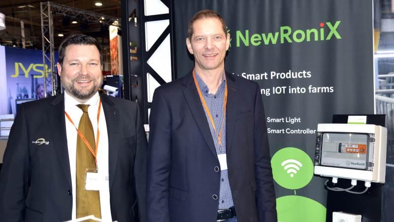 Rune Nielsen (tv.) og Erik Fuglsang Midtgaard er blandt partnerne i det nystiftede innovative selskab NewRoniX, der står klar med komplette smartløsninger indenfor lys- og lysstyring til landbrug og industri. Foto: Camilla Bønløkke