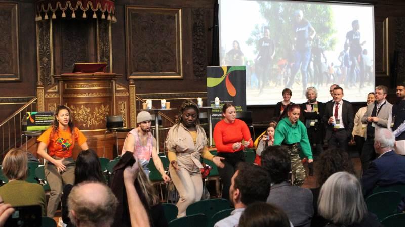 Der blev også danset, da der var klimakonference med fokus på landbruget i går på Københavns Universitet. Foto: Lasse Ege Pedersen