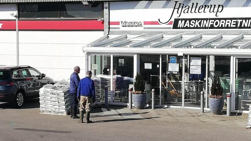 Kunderne er kommet her i årevis. I går kom de til en låst dør ved Hjallerup Maskinforretning i Hjallerup. Foto: Per Firring Andersen.