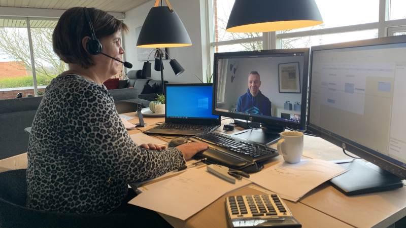 Agri Nords konsulenter kigger ind i fremtiden sammen med landmændene, når de holder regnskabsmøder over computeren eller laver markplanen digitalt. Her er det økonomikonsulent Malene Steen Lagergaard, der holder kundemøde fra hjemmekontoret.