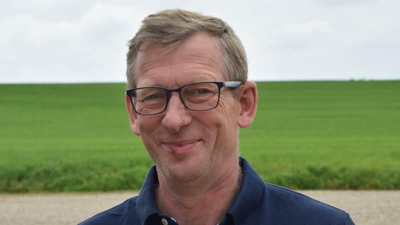 Ulrik Bremholm vurderer, at udviklingen i foderforbruget i dansk slagtesvineproduktion har sendt rentabiliteten op på et interessant niveau. Han producerer selv 60.000 slagtesvin årligt på Rubenlund Agro A/S på Lolland. Foto: Morten Ipsen