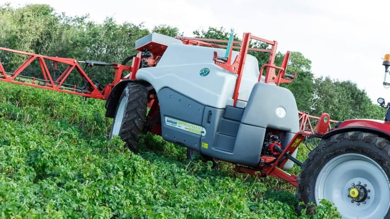 Den nye italienske trailersprøjte Bargam har fået navnet »Spraymax«, der dækker over fem modeller med tankstørrelser fra 2.600 til 6.600 liter.