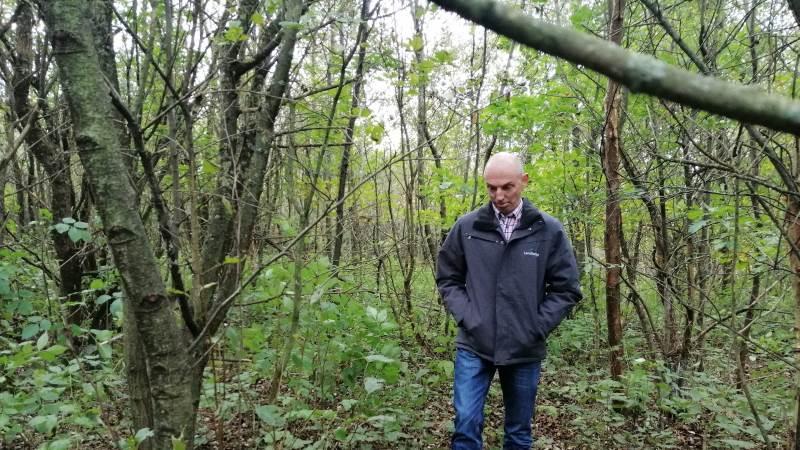 Selve skoven er Claus Fink meget tilfreds med.  - Det er de bedste arealer, jeg har, siger han.