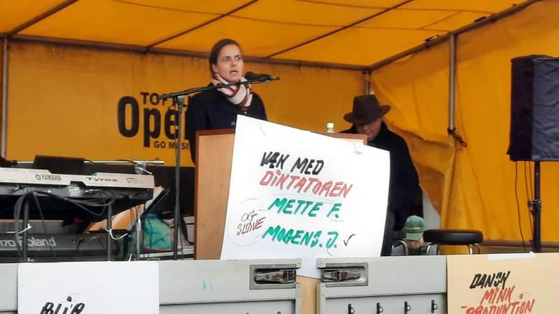 Venstrepolitiker og folketingsmedlem Ellen Trane Nørby mener, at sagen om minkene ikke er slut – det er ikke nok, at statsministeren har tørret det af på Mogens Jensen, lød det fra hende.