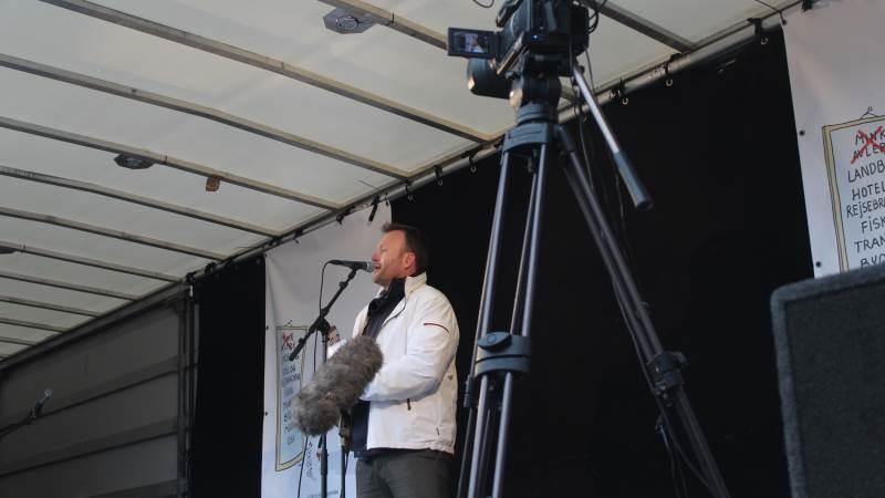 Folketingsmedlem for partiet Nye Borgerlige, Lars Boje Mathiesen,  langede skarpt ud efter både regeringen og statsminister Mette Frederiksen i forbindelse med demonstrationen i Aarhus. Foto: John Ankersen