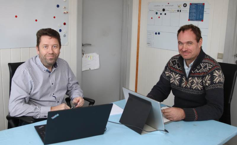Det er virksomhedsrådgiver Jacob Frey Hansen (tv), Agri Nord, der har været Niels Frederik Skov Jensens rådgiver i forbindelse med solcelleprojektet. Langt flere burde overveje muligheden for solceller, vurderer rådgiveren