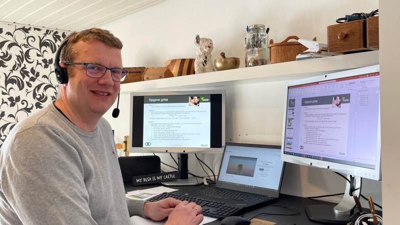 Virksomhedsrådgiver i Agri Nord Jørgen Cæsar Jensen, der normalt rådgiver landmænd, var matematiklærer for en dag for en 7. klasse i sidste uge.