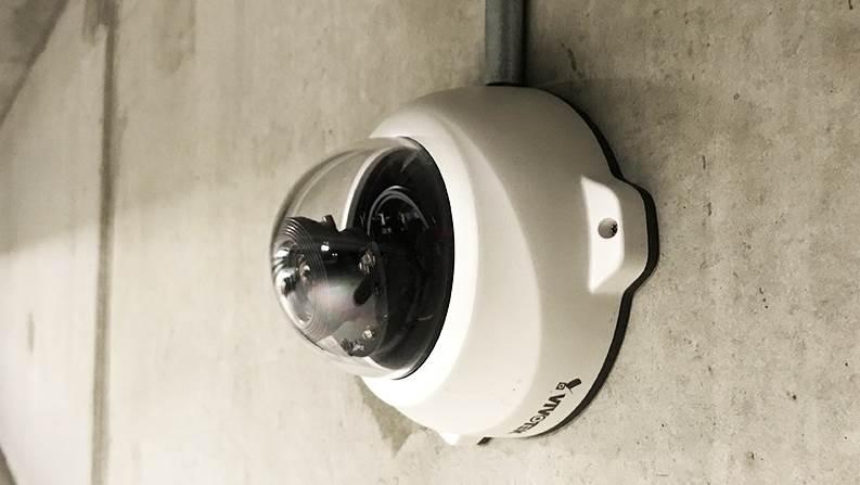 Hvis man vil undgå at få en bøde, skal man være opmærksom på, at der i år kommer nye regler for overvågningskameraer. Foto: Jysk IT