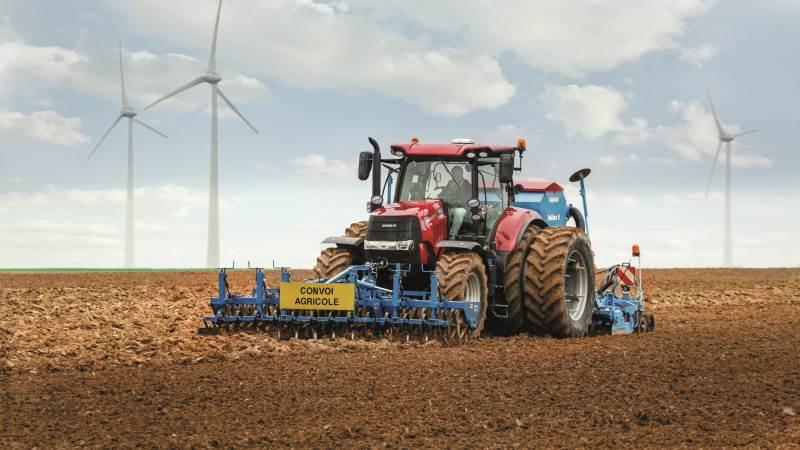 Flere hundrede GPS-anlæg er gennem de seneste år blevet stjålet fra maskinstationer og landbrug i Danmark. Politiet vurderer, at tyvekosterne med stor sandsynlighed er fragtet til Østeuropa. Et komplet GPS-anlæg koster nemt over 100.000 kroner, og derfor løber tyverierne samlet op i flere millioner kroner og har ramt landmændene hårdt.