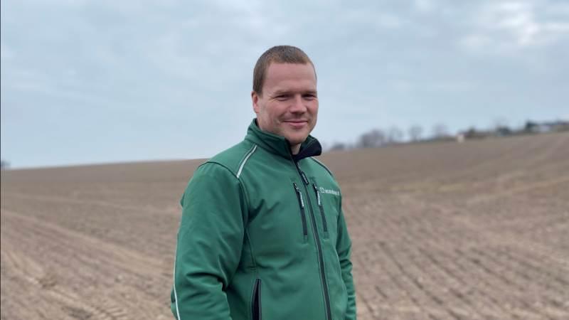 Andreas Johnsen fra Kristiansminde på Djursland har i år fået en robot til at så sine økologiske hestebønner. Foto: Djursland Landboforening.