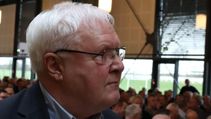 Lige nu er toppen af dansk landbrug og Axelborg nærmest mest optaget af, at Mette Frederiksen og hendes ministre har sagt, at der fortsat skal være landbrug i Danmark, at det er godt for beskæftigelsen, og at de godt ved, at udflagning at enhver gris, enhver liter mælk og ethvert kg brødhvede og maltbyg koster på klimakontoen, mener Agerskov-formand Jens Peter Aggesen.