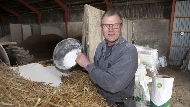Mælkeproducent Sten Caspersen, Bevtoft har gode erfaringer med Hygiene4Feed og synes både det er effektivt og nemt at anvende. Fotos: Claus Haagensen, CHFoto