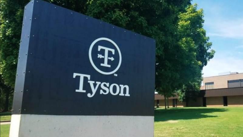 - Tyson Foods startede som en lille familie fjerkrævirksomhed for mere end 85 år siden, og i dag er vi en anerkendt leder inden for protein, sagde John R. Tyson, chef for bæredygtighed og medlem af Tyson Family.