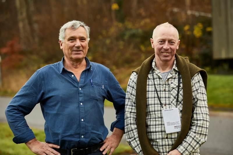 Økologisk Landsforening og Landbrug & Fødevarer etablerer Innovationscenter for Økologisk Landbrug. Per Kølster, formand for Økologisk Landsforening (til venstre), og Hans Erik Jørgensen, formand for Landbrug & Fødevarers Økologisektion, er enige om at det nye center bliver et kraftcenter, der sikrer økologiens fremtidige vækst. Foto: Torben Worsøe