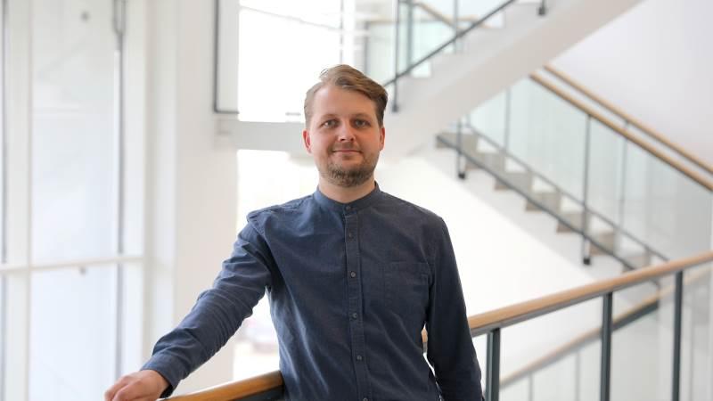 Kasper Frank Christensen tiltræder hos Sagro fra stillingen som kommunikation- og presseansvarlig hos Friland. Foto: Sagro