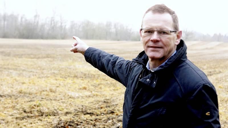 - Det vil være ren massakre på landbruget, hvis Aarhus-forskernes kvælstofmål kommer til at ligge til grund for de næste vandområdeplaner. Det vil fjerne cirka 40 procent af landbrugsjorden, og især Fyn med de særlige udfordringer med lavtliggende områder og vandmiljøet hele vejen rundt, vil det være en ren katastrofe, påpeger Erling Bonnesen (V). Arkivfoto: Erik Hansen