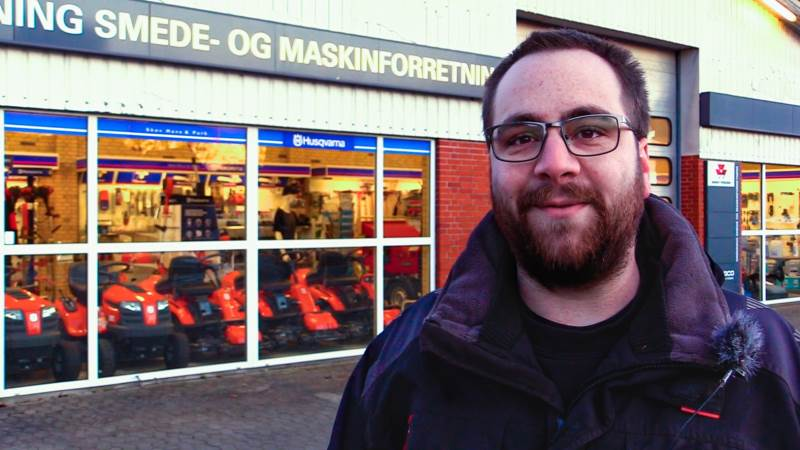 Claus Marcussen fra Grønning Smede- og Maskinstation er blevet begejstret for muligheden for mere netsalg i fremtiden. Fotos: Alexander Dornwirth.