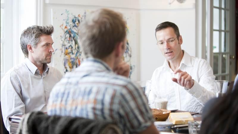 Virksomhedsrådgiver Jesper Høgsted ser ofte, at et godt forhold til bankrådgiveren gør det nemmere at forhandle sig til bedre priser i banken end flotte regnskaber alene.
