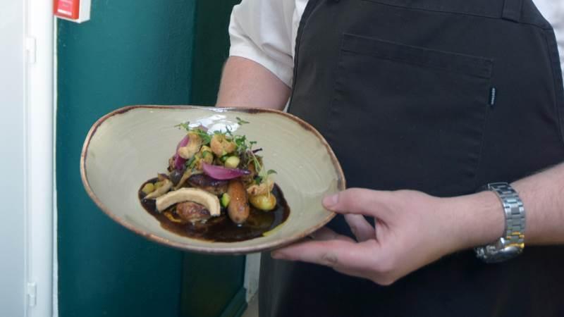 Fra på onsdag er det igen muligt at få dejlig mad indendørs på en restaurant eller en café. Arkivfoto