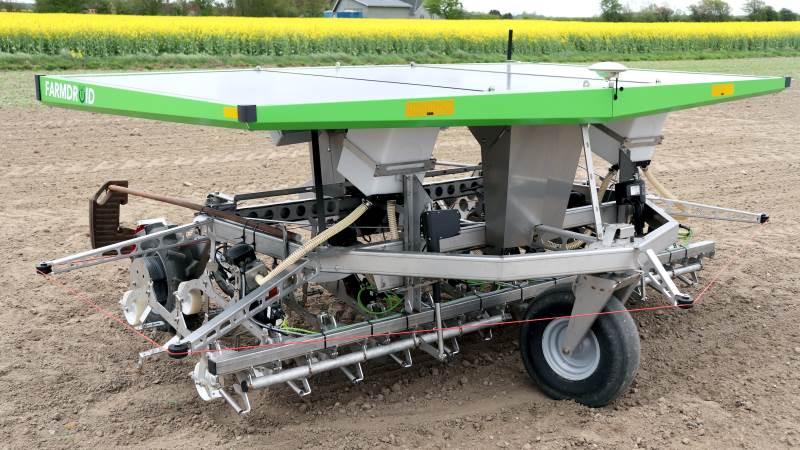 Det danske firma Farmdroid i Vejen fik tildelt en sølvmedalje i kategorien jordbearbejdningsmaskiner og afgrøder for deres autonome robot Farmdroid FD20 i forbindelse med SIMA Innovation Award. Arkivfoto