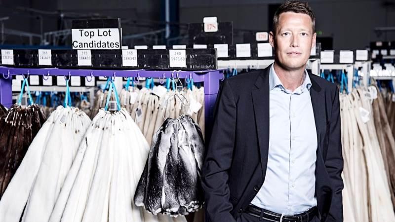 Direktør hos Kopenhagen Fur, Jesper Lauge Christensen, forventer at priserne på minkskind fortsætter med at stige til de kommende auktioner.