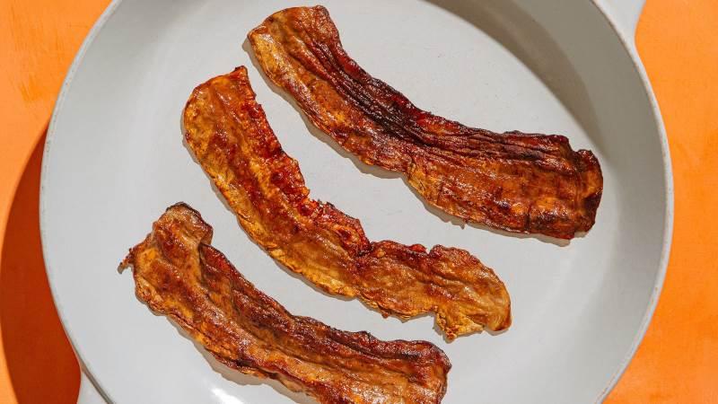 I første øjekast ligner det reel bacon, men dette er Atlast Foods svampebaserede bacon, som virksomheden håber vil tage markedet med storm. Foto: Atlast Foods