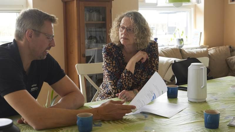Da Merete L. Andersen kom på Vestermark ved Brønderslev for første gang, var det for at lave E-kontrol sammen med Bjarne Bonnerups far, som dengang ejede stedet. I dag handler det om medarbejdere, når Merete kommer forbi. Fotos: Tenna Bang