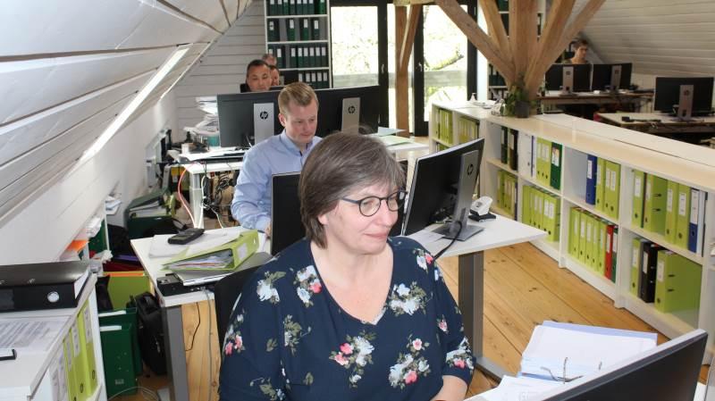 9-10 ansatte fra rådgivningsvirksomheden Agrovi har til huse i lejede lokaler på godset. Fotos: Morten Ipsen