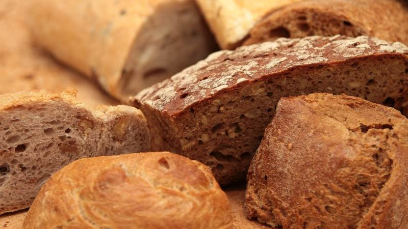 Den prisbelønnede AU-forsker Mario M. Martinez skal over de næste tre år forsøge at skabe bæredygtig emballering af tørt brød. Foto: Pixabay