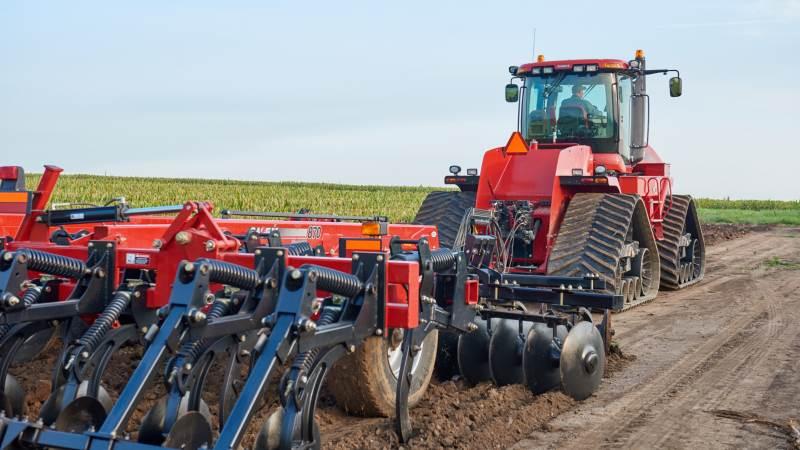 Flere og flere operatører inden for både landbruget og industrien vælger bæltekøretøjer til deres aktiviteter, og derfor er efterspørgslen på gummibælter stigende. Foto: Continental