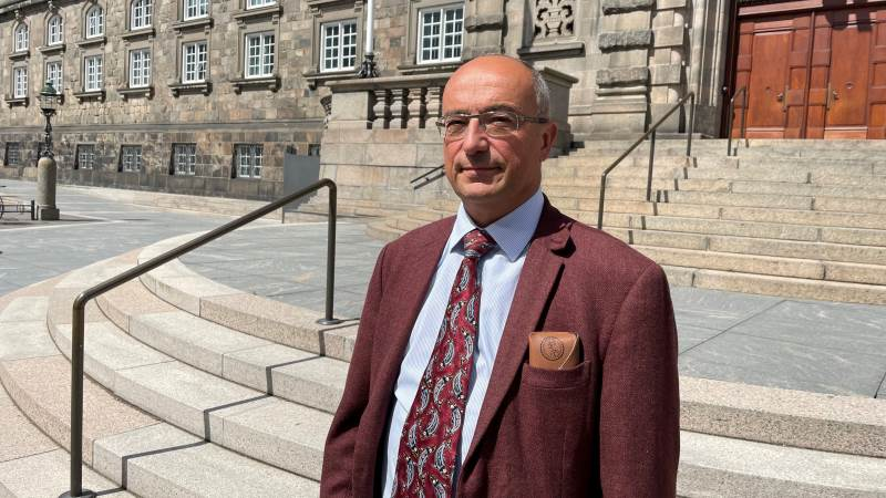 Professor i miljøteknik på New University of Lisbon, João G. Ferreira, var i denne uge på Christiansborg. Her fortalte han politikerne i Miljø- og Fødevareudvalget, at det bliver meget svært at nå god økologisk tilstand med ensidig fokus på kvælstof.