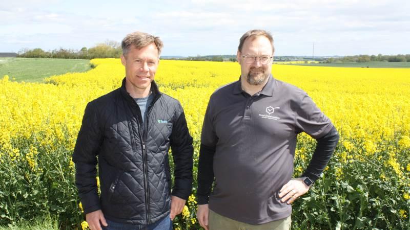 Food Diagnostics har indgået et samarbejde med DanVit om salg af ECA-anlæg til svinestalde. Her ses salgschef hos DanVit, Karsten Nordestgaard Andersen og Food Diagnostics' direktør Tonny Nielsen (th).