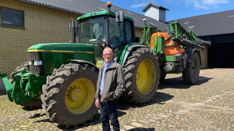Esben Stadel Toft er klar til at rykke ud og behandle afgrøderne, når forholdene er til det. Lige nu er der stor opmærksomhed om svampebehandling på hvedens faneblade, som betaler godt for rettidig handling.