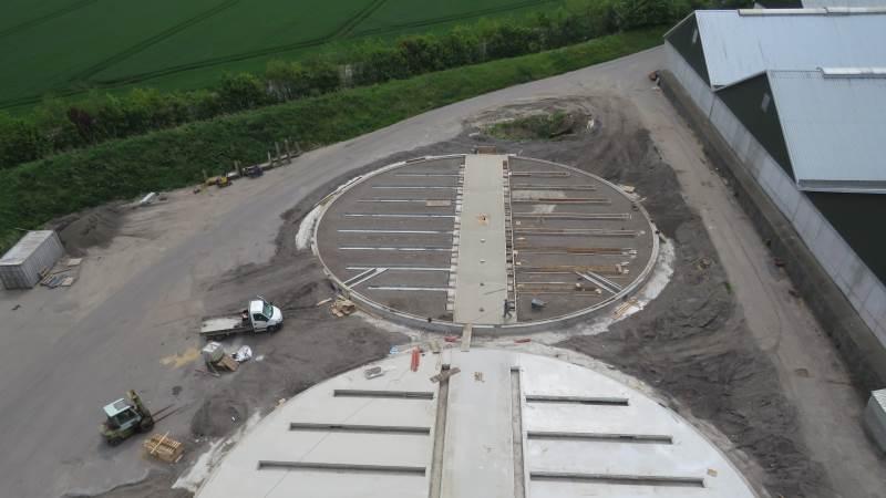 De to nye siloer satser Mollerup Mølle at have klar til årets høst efter et intensivt arbejde. Foto: Karsten Himmelstrup