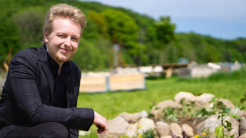 25-årige Simon Nyborg Jensen valgte at blive veganer for halvandet år siden. Kort efter besluttede han sig for at engagere sig både aktivistisk og politisk i formålet. Fotos: Daniel Barber