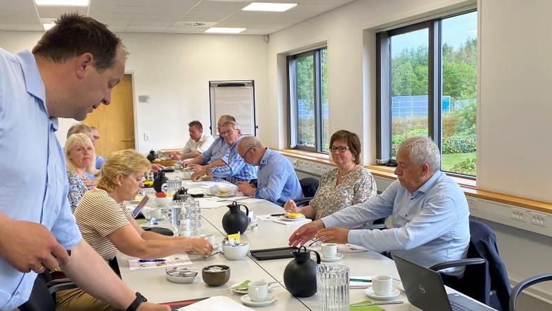 Folketingspolitikerne Eva Kjer Hansen, Hans Chr. Schmidt og Anni Matthiesen blev ved mødet præsenteret for konsekvensberegninger for lokale bedrifter, som SLF har udarbejdet.