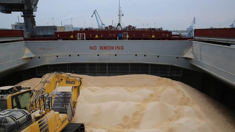 Hele 53.000 tons losses her i land i Aarhus Havn. Dermed er DLG-koncernen tættere på delmålet for at ramme 20 procent afskovningsfrit soja i 2021. Foto: DLG