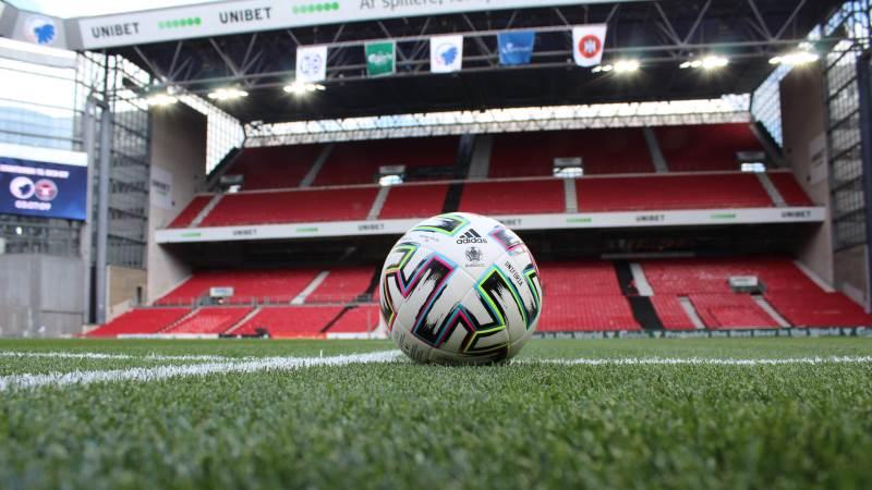 Ikke kun spillerne og bolden spiller en rolle under fodbold-EM – også græsset skal være af høj kvalitet, og det har DLF sørget for.