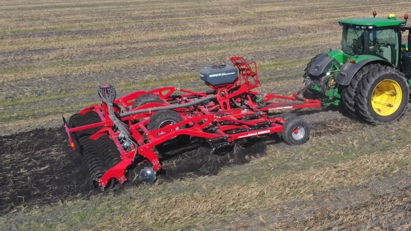 På mandag bliver der mulighed for at se en Horsch Terrano fem meter, 5.3 GX, tankharve monteret med Horsch MiniDrill-frøudstyr i forbindelse med »Agri-Farm-Day-2021« i Klarup i Nordjylland, som arrangeres af AgriNord. Arkivfoto