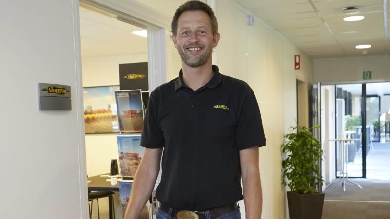 Salgschef Asger Jørgensen, Väderstad Danmark, glæder sig over den centrale placering og nærheden til landmændene med lejemålet hos Velas i Vissenbjerg. Foto: Erik Hansen