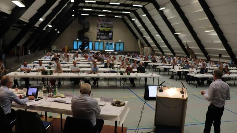 Så blev det atter muligt at holde en fysisk generalforsamling for Danske Sukkerroedyrkere - dog med færre deltagere i onsdags end normalt i Sakskøbing Sportshal. Fotos: Jørgen P. jensen