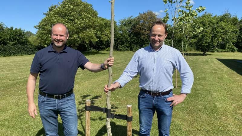 Niels Jepsen (tv) og Bo Ellegaard (th), Landbrugsrådgivning Syd, anbefaler lodsejere at se mulighederne i BNBO, fx skovrejsning, jordfordeling, ændring af skel eller udlægning af natur.