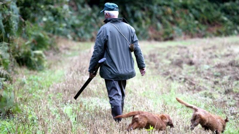 Landmands- og jagtkasketten behøver ikke ryge sig en tur, fordi gården sælges. Faktisk kan skattereglerne hjælpe en til at beholde landmandsidentiteten og et liv på landet efter et salg. Foto: Colourbox