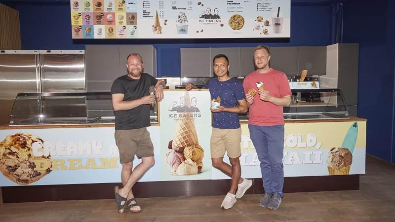 Fra venstre ses Joakim Kvist Jensen, Sarut Khunawichai og Jakob Kvist Jensen. PR-foto.
