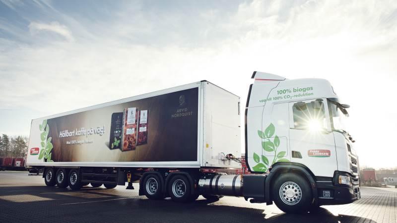 Lastbiler, der kører på biogas, er den billigste og mest effektive måde at gøre noget for klimaet på, lyder det fra salgsdirektør hos Scania, Anton Freisleben. Siden 2020 har Scania leveret biler, der kører på flydende biogas i Danmark. Foto: Martin Gravgaard