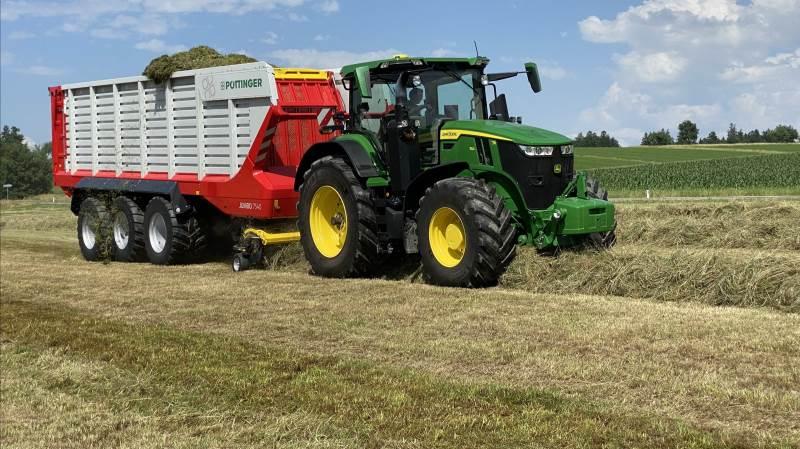 Pöttinger lancerede torsdag tre nye Jumbo-snittere, der er designet til traktorer fra 200 til 500 hk, hvor model 7540 udgør flagskibsmodellen i den nye 7000-serie og er den første snittervogn, som har samme kapacitet som de selvkørende snittere. Foto: Per Jørgensen