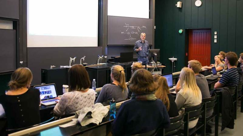 Flere er klar til at sætte sig til rette i auditorierne ved Københavns Universitet for at blive klogere på fødevareproduktion.
