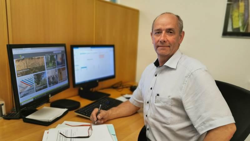 Ejendomsrådgiver og valuar Per Møller Pedersen er her fanget på Agri Nords kontor i Hobro mellem to ejendomshandler.