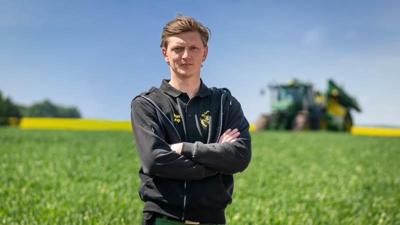 28-årige Mathias Mørup arbejder på sin fars bedrift, og efter en femårig indkøringsperiode håber han på at kunne overtage det fulde ejerskab af gården.